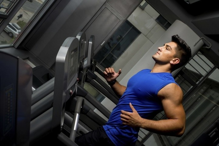 guy-running-in-a-treadmill